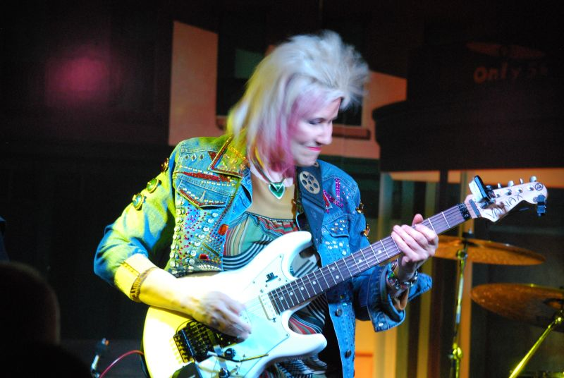 Jennifer Batten live at Club il Giardino